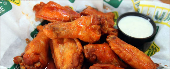 atomic wing challenge at quaker steak and lube