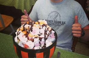 rocky top ice cream challenge at its all so yummy cafe